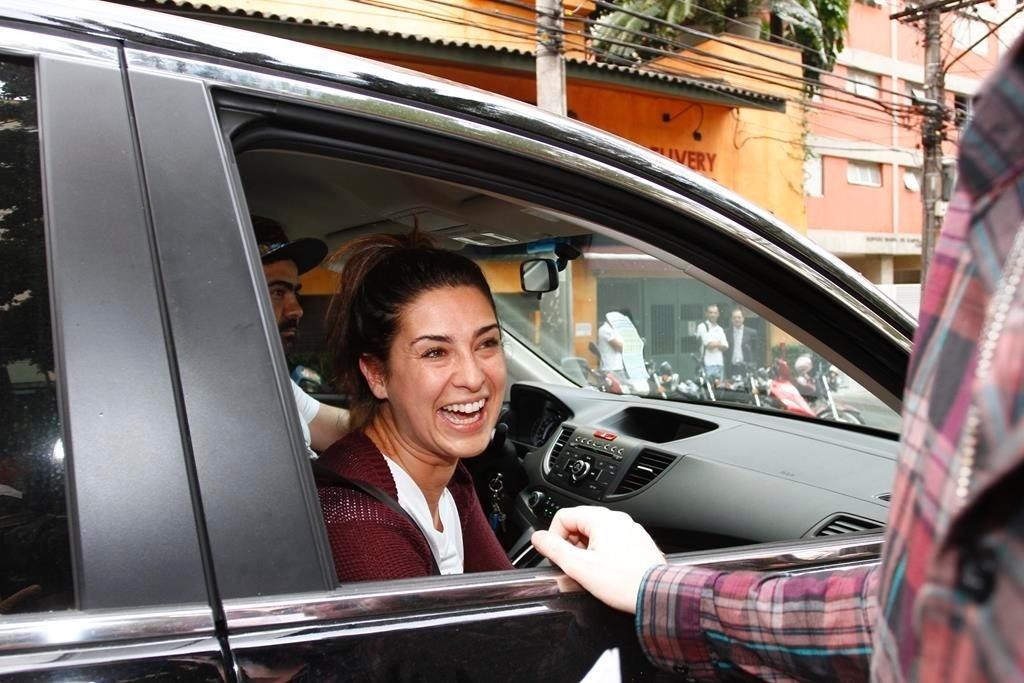 14.out.2013 - A atriz Fernanda Paes Leme chega ao lançamento da Revista Capricho deste mês, que trás Sophia Abrahão na capa