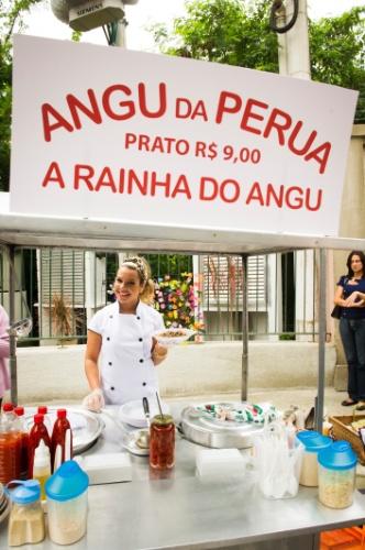"""14.out.2014 - Em """"Malhação"""", Bernadete doa suas roupas de marca após fim de casamento"""