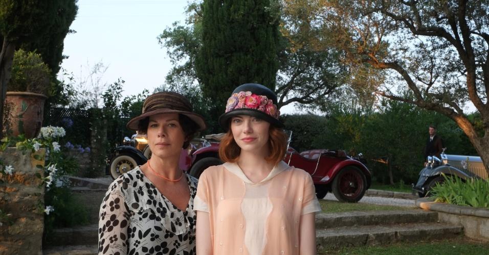 As atrizes Marcia Gay Harden e Emma Stone caracterizadas para a gravação do filme