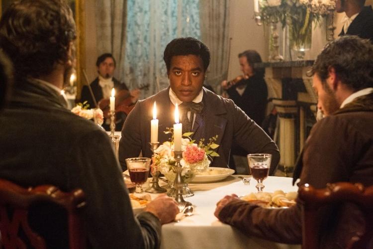 """""""12 Years a Slave"""", de Steve McQueen, é baseado nas memórias -- lançadas em 1853 -- de um negro livre que é vendido como escravo. O longo foi eleito o melhor filme do Festival de Toronto e é um dos favoritos na corrida pelo Oscar"""
