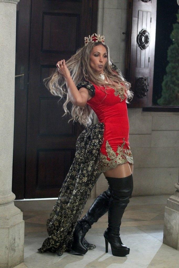 """17.out.2013 - Valesca Popozuda grava clipe da música """"Beijinho no Ombro"""" no Castelo de Itaipava, na região serrana do Rio"""