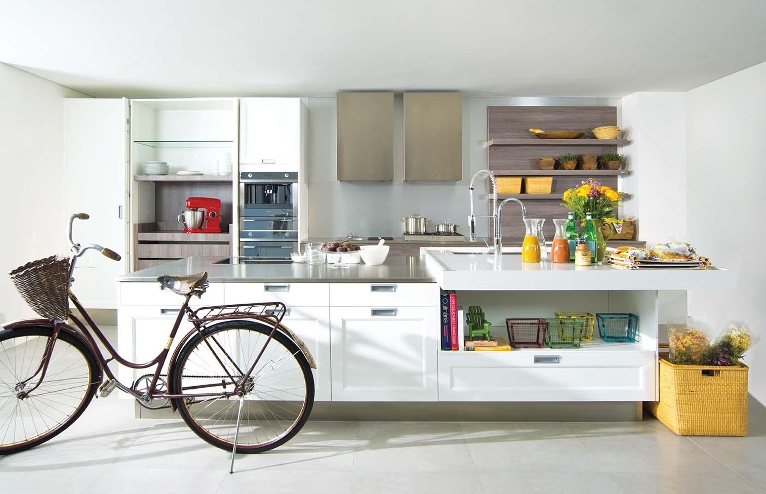De inspiração retrô, a linha de cozinhas Provance da Favo (11 3791-5333), marca de móveis planejados, pode ser feita em diversas cores, sempre com acabamento em laca...