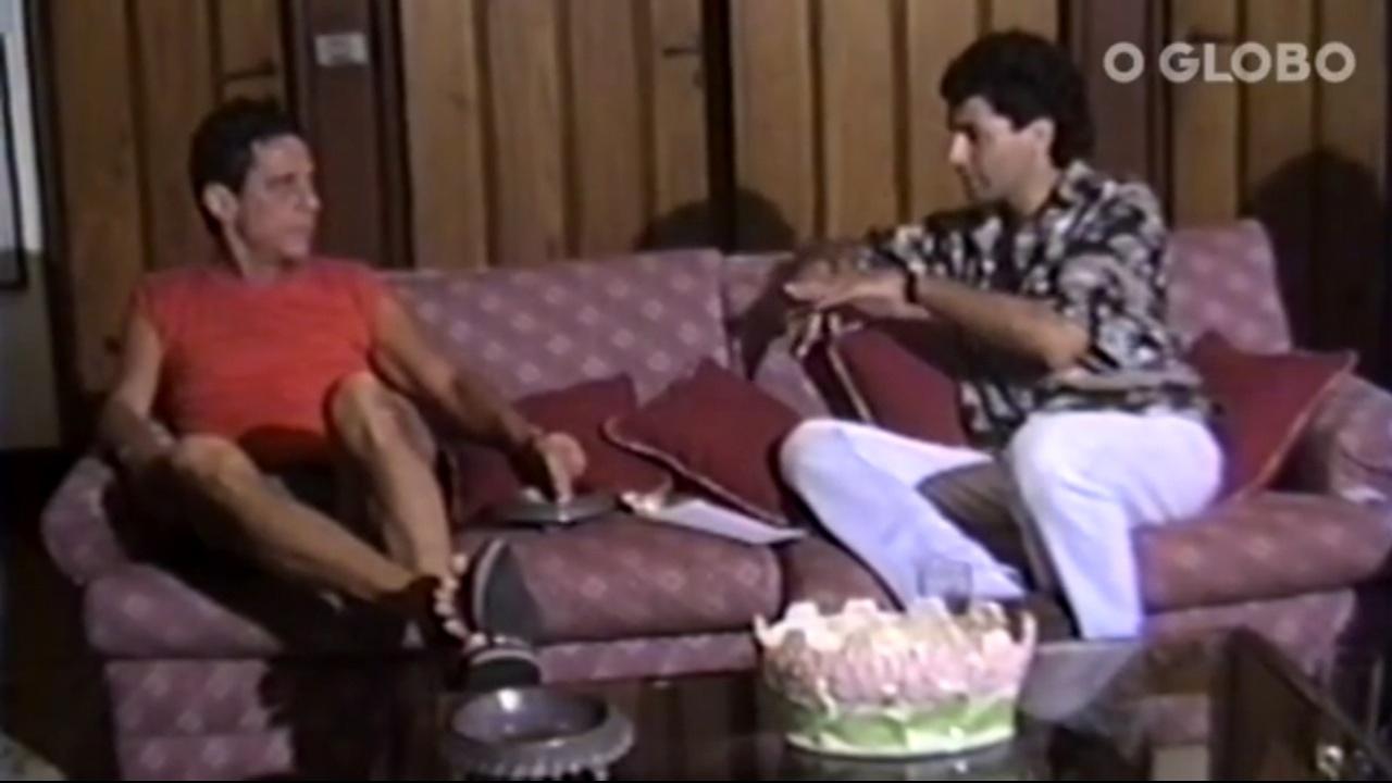 Chico Buarque dá entrevista para Paulo César Araújo, em 1992
