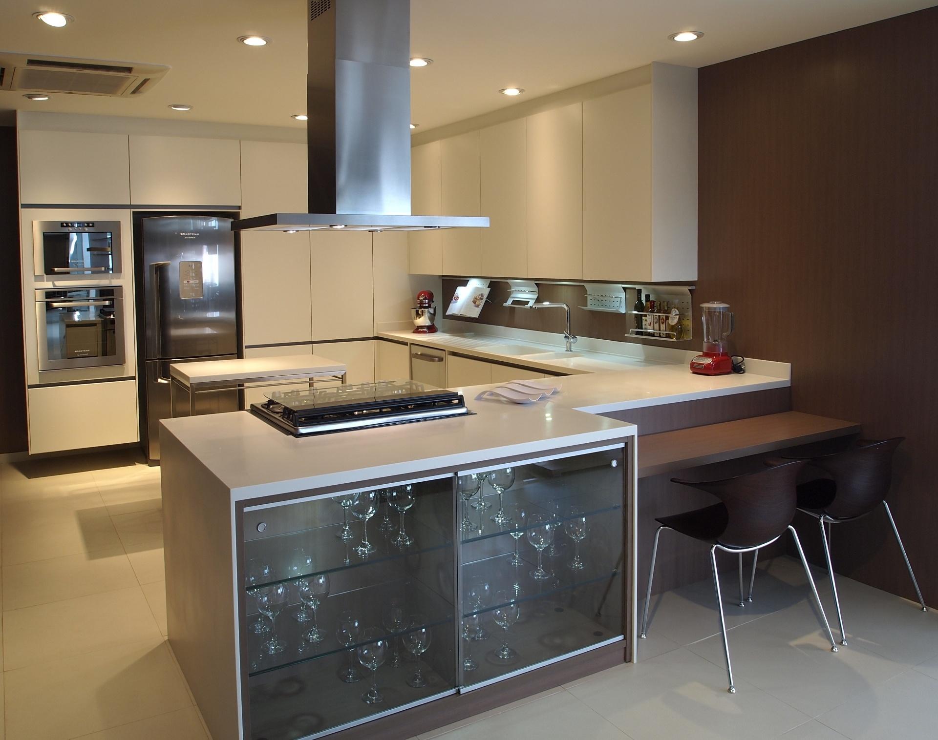 #8D6E3E um dos destaques da linha de cozinhas Provance da Favo (11 3791 5333  1920x1516 px Projeto De Armario Cozinha_4427 Imagens