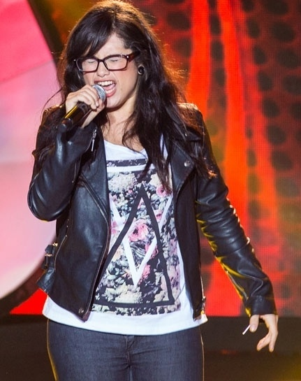 "17.out.2013 - Anne Maria, de 24 anos, cantou ""Muito Pouco"", do cantor e compositor Moska"