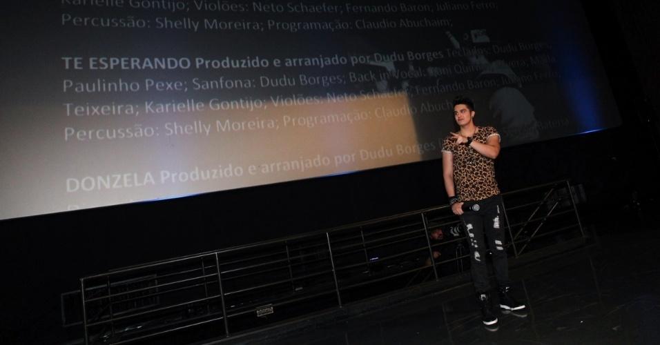 """17.out.2013 - Luan Santana no lançamento de """"O Nosso Tempo é Hoje"""" em shopping de São Paulo. Mostrando o show em julho na Arena Maeda em Itú, o DVD, que foi exibido em 18 salas ao redor do Brasil para a imprensa e amigos do cantor, traz também um making off do evento"""