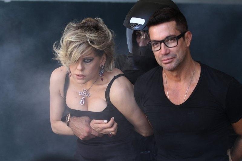 20.out.2013 - Ao lado do fotógrafo e maquiador Fernando Torquatto, a atriz Bárbara Paz, a Edith de