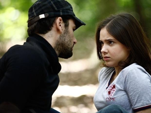 """Em """"Malhação"""", amigo virtual de Clara se declara para ela e a assusta"""