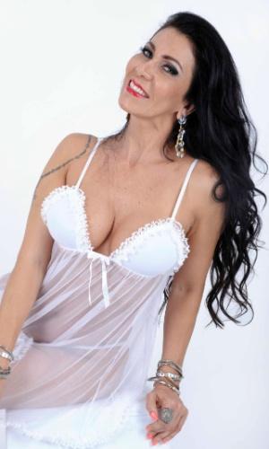 22.out.2013 - Denize Taccto, ex-mulher de Gerson Brenner, fez ensaio sensual vestindo lingerie