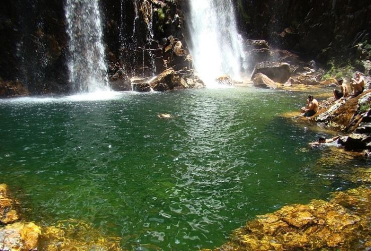 Turistas aproveitam cachoeiras e piscinas naturais formadas pelo rio São Francisco e seus afluentes na Serra da Canastra