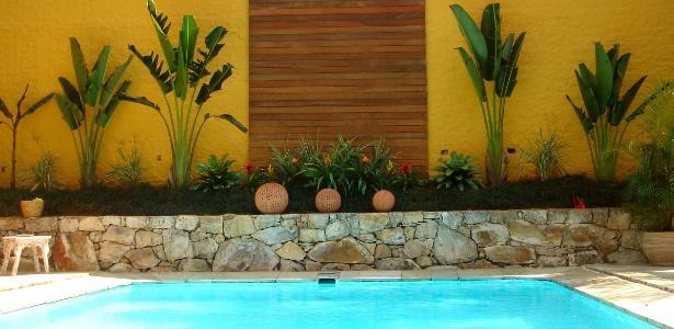 Na área ajardinada, use plantas em diferentes alturas como no projeto