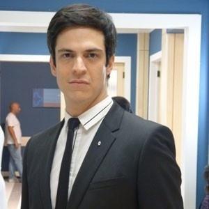 O ator Mateus Solano no papel de Félix em