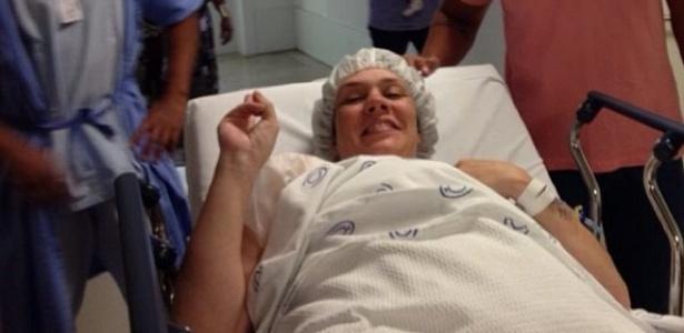 Simony deu entrada na centro cirúrgico nesta sexta