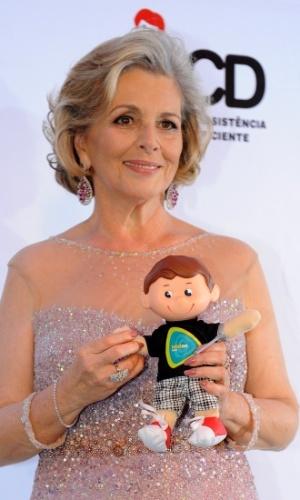 25.out.2013 - A atriz Irene Ravache foi a amiga escolhida para homenagear Hebe Camargo na 16ª edição do Teleton, exibido no SBT e com transmissão do UOL. Emocionada, ela lembrou a apresentadora, que morreu em setembro de 2012