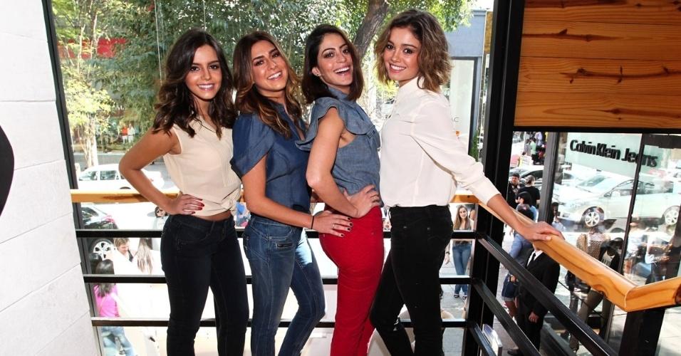 26.out.2013 - Giovanna Lancellotti, Fernanda Paes Leme, Carol Castro e Sophie Charlotte durante um evento de moda realizado na tarde deste sábado (26), em São Paulo