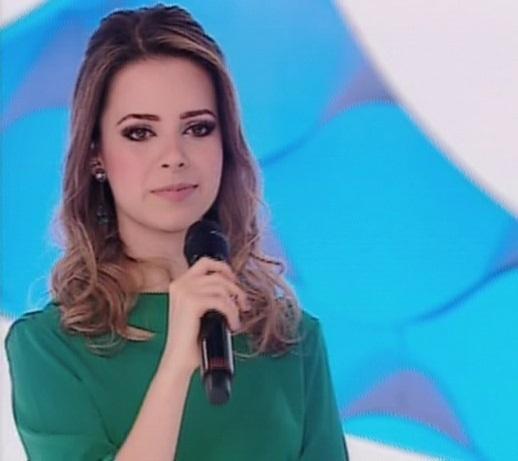 27.out.2013 - Sandy durante sua participação no programa da Eliana, na noite deste domingo (27), no SBT. A cantora respondeu perguntas feitas pela apresentadora Eliana no quadro