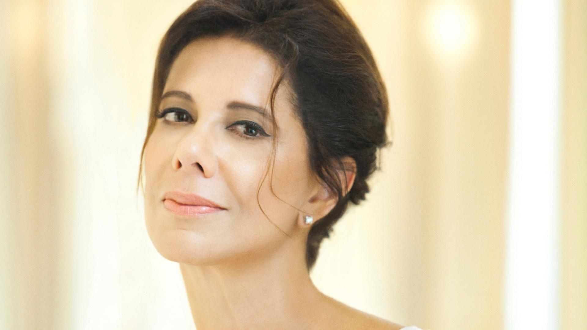 28.out.2013- Ângela Vieira posa para o calendário da campanha