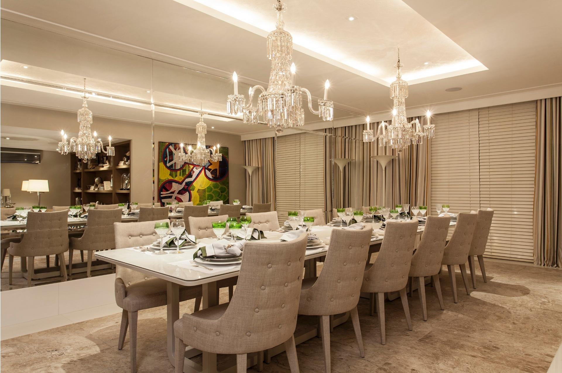 Na sala de jantar localizada no terceiro piso da Casa Bola de  #B38918 1920 1273