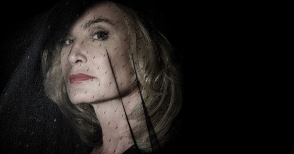 """Jessica Lange é Fiona, a bruxa suprema em """"American Horror Story - Coven""""; ela usará o ódio entre Lalaurie e Laveau para conseguir benefícios próprios"""