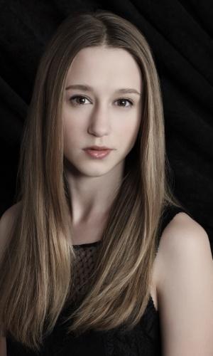 """Taissa Farmiga é Zoe em """"American Horror Story - Coven""""; a mais nova aluna da escola de bruxas tem um poder que lembra o da personagem Vampira, dos X-Men"""