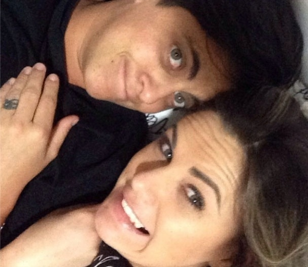 30.out.2013- Thammy Miranda ganha declaração de amor da namorada, Nilceia Oliveira: