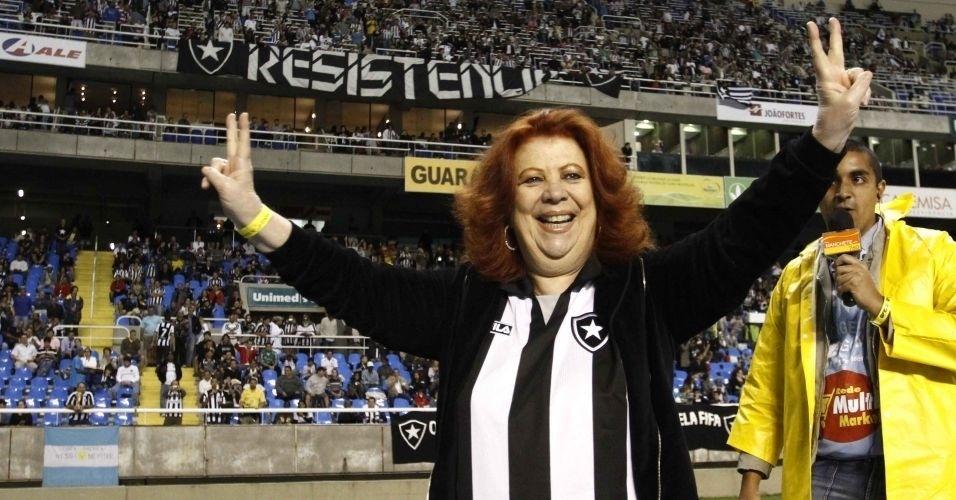 Torcedora fanática do Botafogo, Beth Carvalho escolheu o clube por influência familiar desde a sua infância