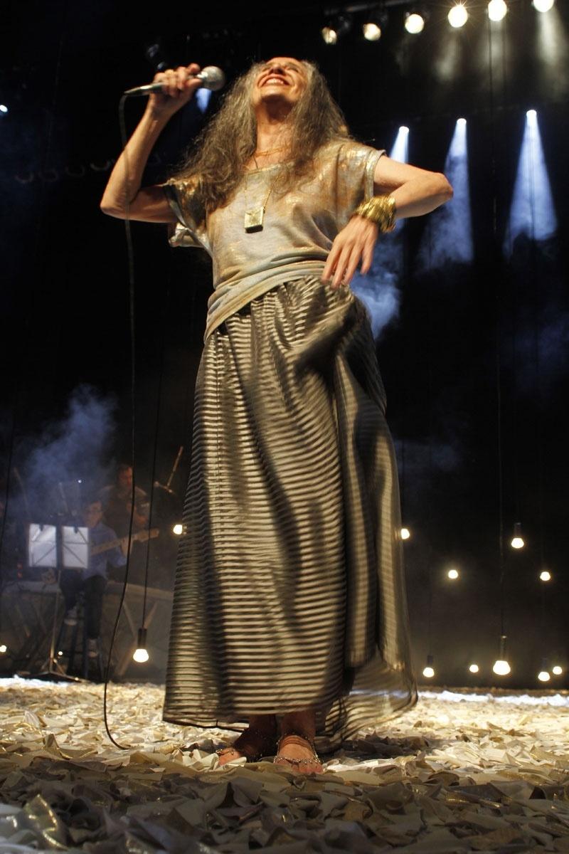 02.nov.2013 - Cantora Maria Bethânia faz o encerramento da turnê ?Carta de Amor? em São Paulo