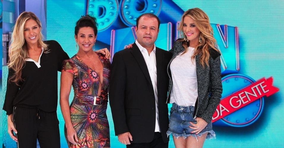 http://imguol.com/c/entretenimento/2013/11/04/4nov2013---o-diretor-vildomar-batista-e-as-apresentadoras-ticiane-pinheiro-adriane-galisteu-e-scheila-carvalho-apresentam-o-domingo-da-gente-novo-dominical-da-record-em-evento-1383590863417_956x500.jpg