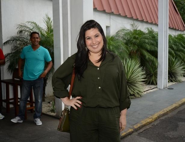 """4.nov.2013 - Mariana Xavier chega a uma churrascaria, na Barra da Tijuca, no Rio, para assistir ao primeiro capítulo de """"Além do Horizonte"""""""