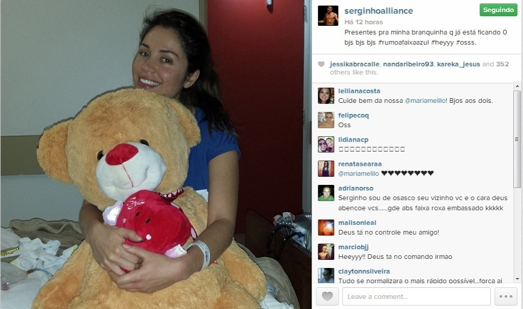 8.nov.2013 - Lutador Serginho dá presentes para noiva, a ex-BBB Maria, e comemora a rápida recuperação dela