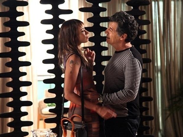 """Em """"Malhação"""", Sofia flagra Zelândia e Caetano abraçados"""