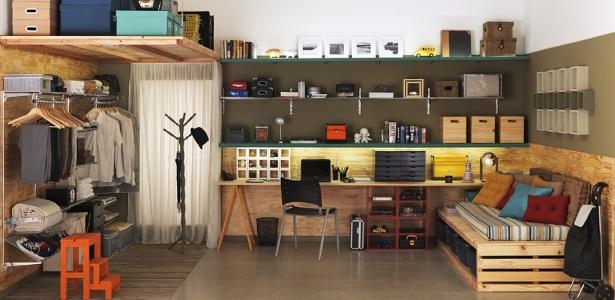 O arquiteto Gustavo Calazans mostra como usar a parede em favor da organização nesta quitinete