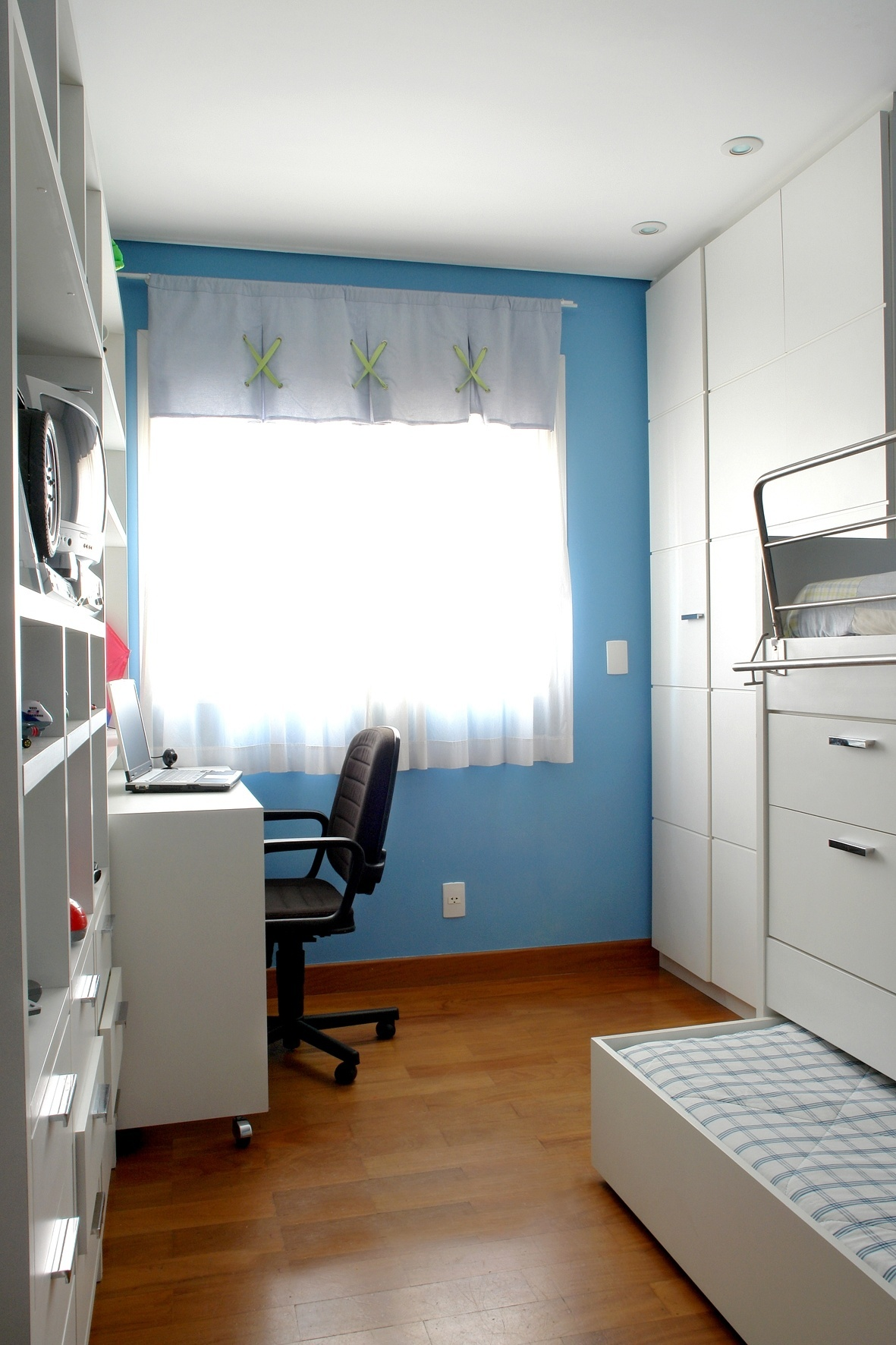 #6C3C16 Para este quarto (nove metros quadrados) de um menino com sete anos  1181x1772 px projeto banheiro 2 metros quadrados