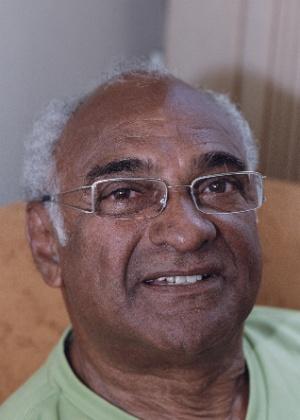 Délcio Carvalho, cantor e compositor brasileiro
