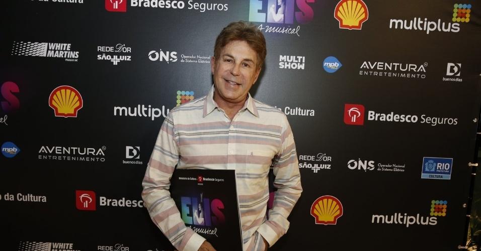 """14.nov.2013 - Edwin Luisi prestigiou a exibição do musical """"Elis, A Musical"""", no Rio"""
