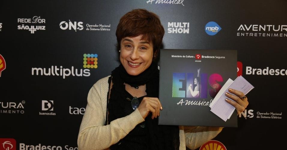 """14.nov.2013 - Soraya Ravenle prestigiou a exibição do musical """"Elis, A Musical"""", no Rio"""