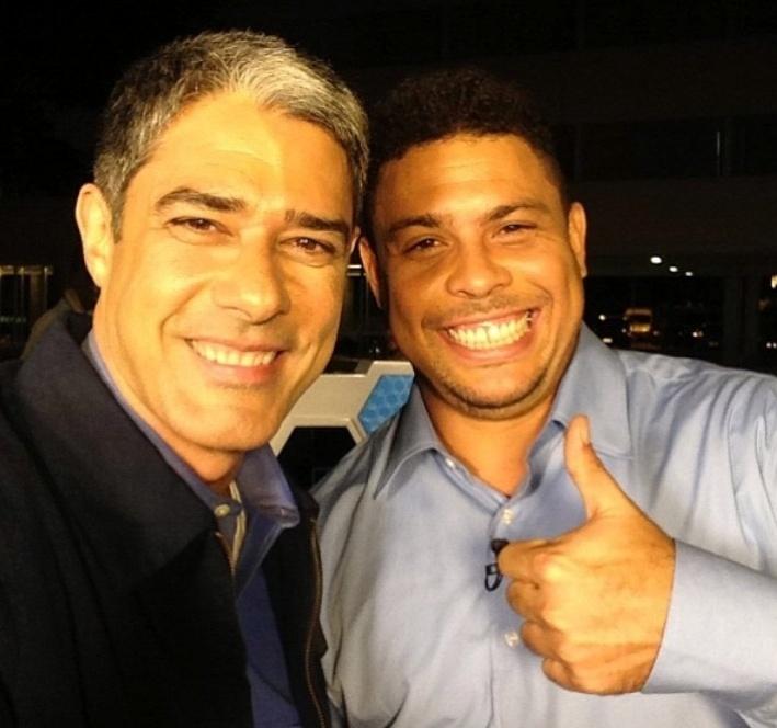 Bonner e Ronaldo Fenômeno posam sorridentes