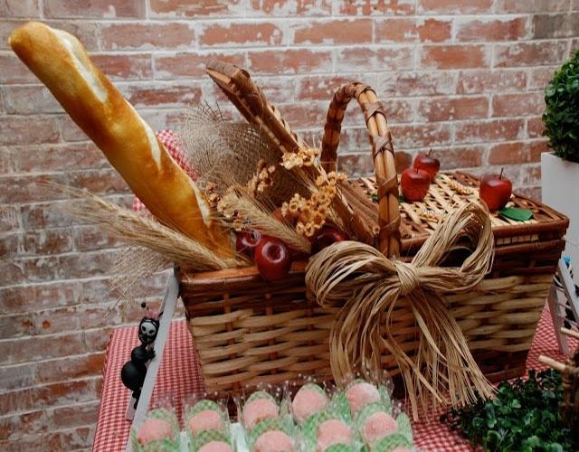 festa com tema piquenique decorada por Juliana Pagliarini, uma cesta