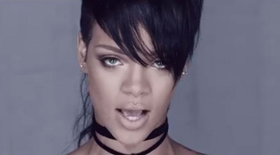 15.nov.2013 - Rihanna divulga clipe de