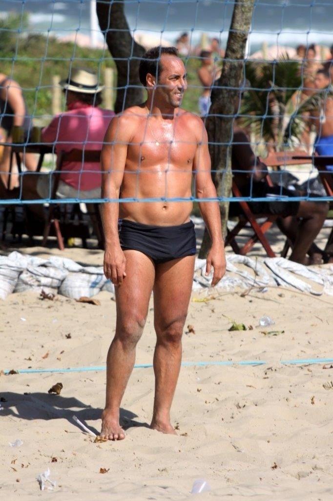 Edmundo joga futevôlei na praia da Barra da Tijuca, Zona Oeste do Rio