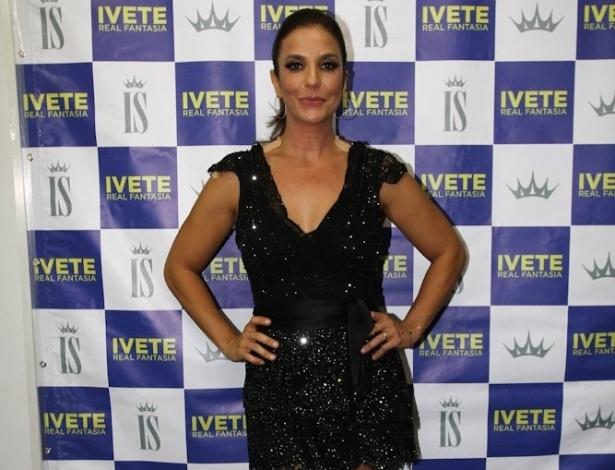 http://imguol.com/c/entretenimento/2013/11/16/15nov2013---ivete-sangalo-na-primeira-noite-da-8-edicao-do-festival-sertanejo-caldas-country-show-um-dos-maiores-do-genero-no-brasil-que-acontece-em-caldas-novas-goias-1384573327169_615x470.jpg