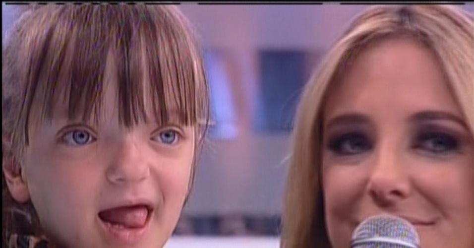 17.nov.2013 - Ticiane Pinheiro se emocionou ao falar da filha, Rafaella Justus, no programa