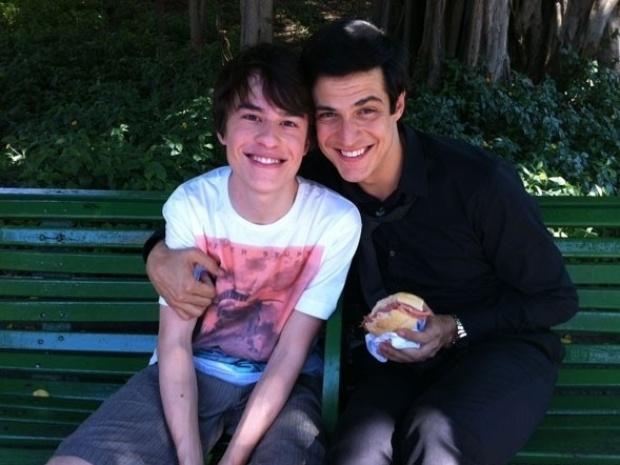 """Em """"Amor à Vida"""", Félix ganha pão com mortadela do filho"""
