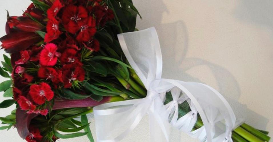 Buquê com callas, sweet william, astromélias e arruda; da Fleur d'Épices (fleurdepices.com.br), a partir de R$ 500. Disponibilidade e preço pesquisados em janeiro de 2014 e sujeitos a alteração