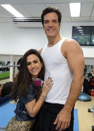 """Em """"Amor à Vida"""", Ignácio flagra Valdirene se exercitando na academia"""