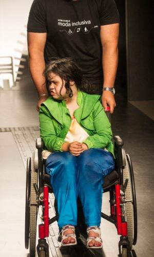 19.nov.2013 - Maira Ferreira de Araujo confeccionou um look esportivo em azul e verde