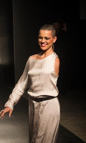 19.nov.2013 - Modeo desfila criação de Manishi Joshi