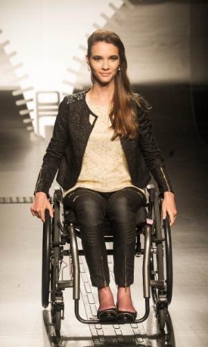 19.nov.2013 -  Patricia Helena Galves foi a vencedora do Concurso Moda Inclusiva com seu look jeans