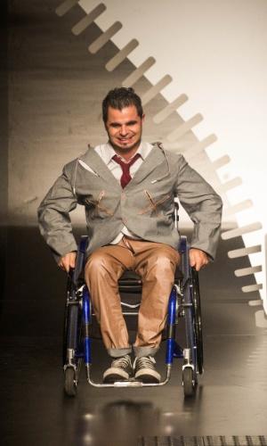 19.nov.2013 -  Eligolande criou um look masculino para deficientes físicos
