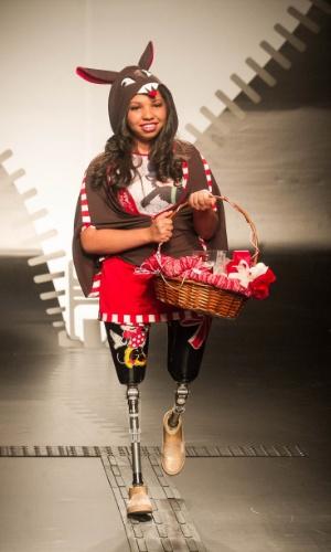 19.nov.2013 - Leila de Oliveira Souza criou um look lúdico para o Concurso Moda Inclusiva